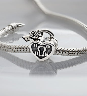 Chamilia� Bracelet with Key to My Heart Charm